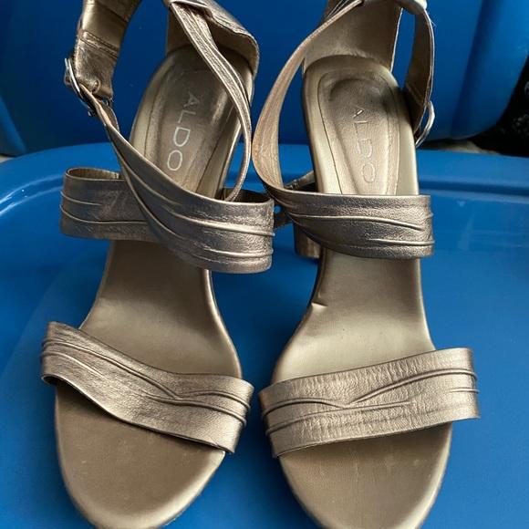 Aldo Size 7 Gold heels